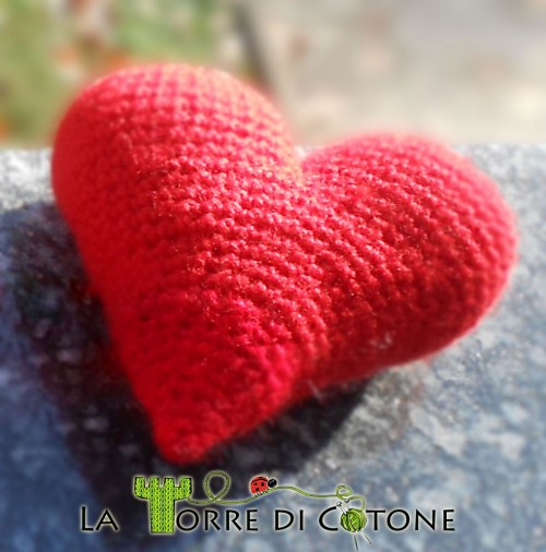 Cuore amigurumi all'uncinetto