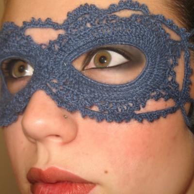 maschera all'uncinetto